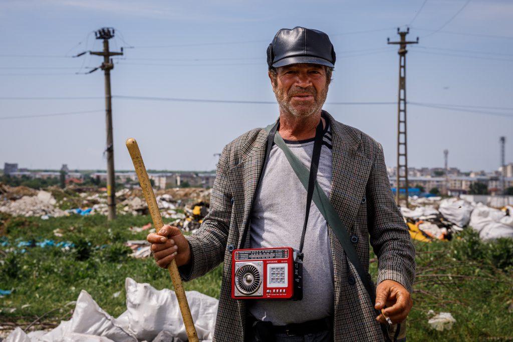 """VIDEO/ Balada ciobanului Gheorghe din Teleorman pentru europarlamentare: """"Ăștia tineri, mergeți de votați. Eu rămân pe câmp, dar voi să profitați"""""""