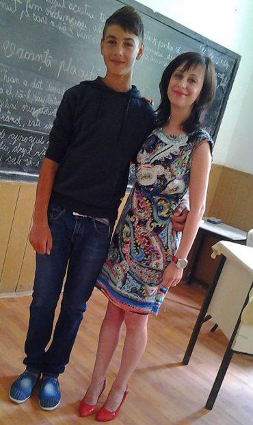 """VIDEO   Mort în fosă septică: un accident cu repetiție! Un băiat de 14 ani a sfârșit în hazna, iar copilul poartă """"cea mai mare parte din vină"""", crede fostul primar!"""
