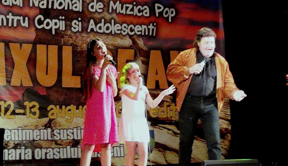 Cândva vedetă a muzicii ușoare, Adrian Romcescu face acum tabere de canto pentru copii. Duce tinerele speranțe la Mamaia
