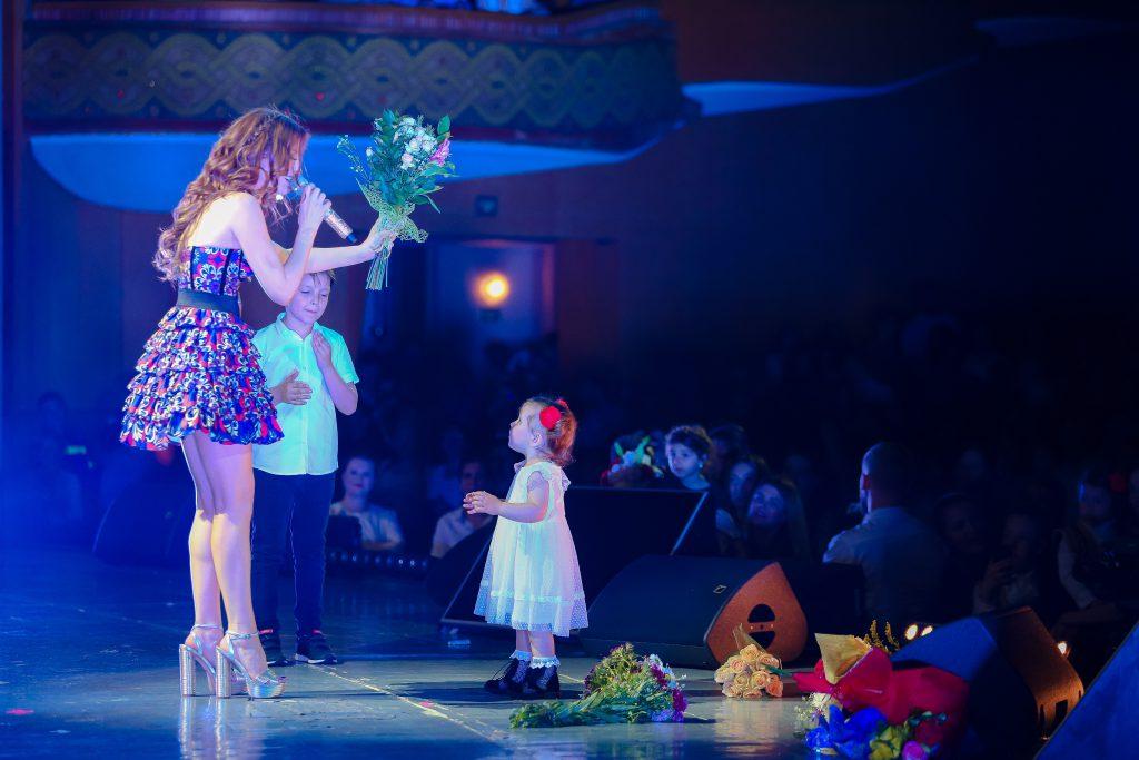 Elena Gheorghe și-a terminat concertul cu o migrenă îngrozitoare