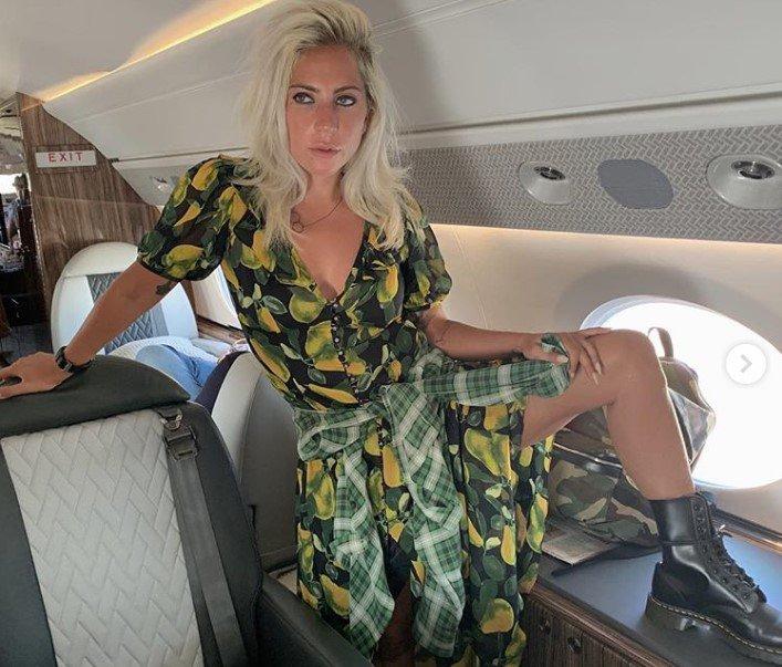 Lady Gaga și-a uimit fanii pe Instagram! Le-a arătat picioarele neepilate de patru zile