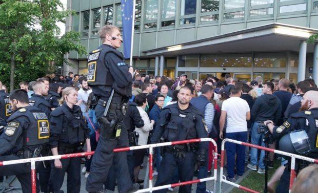 Gest incredibil făcut de autoritățile germane pentru ca toți românii să voteze! Au extins curtea consulatului