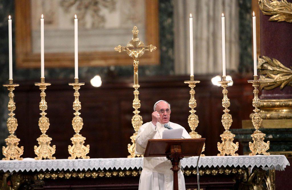 Ce este Sfântul Rozariu, cea mai importantă rugăciune catolică pe care o va rosti Papa Francisc în vizita sa în România