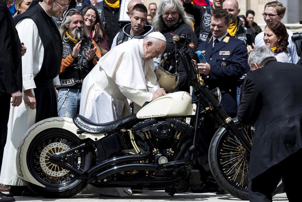 De ce este Papa Francisc special. Un Papă care popularizează catolicismul, dar este acuzat de răspândirea ereziilor, chiar de cei din sânul Bisericii