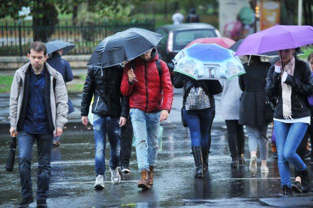 Cod galben de ploi şi furtuni în 13 judeţe, de luni seară. Care sunt zonele vizate