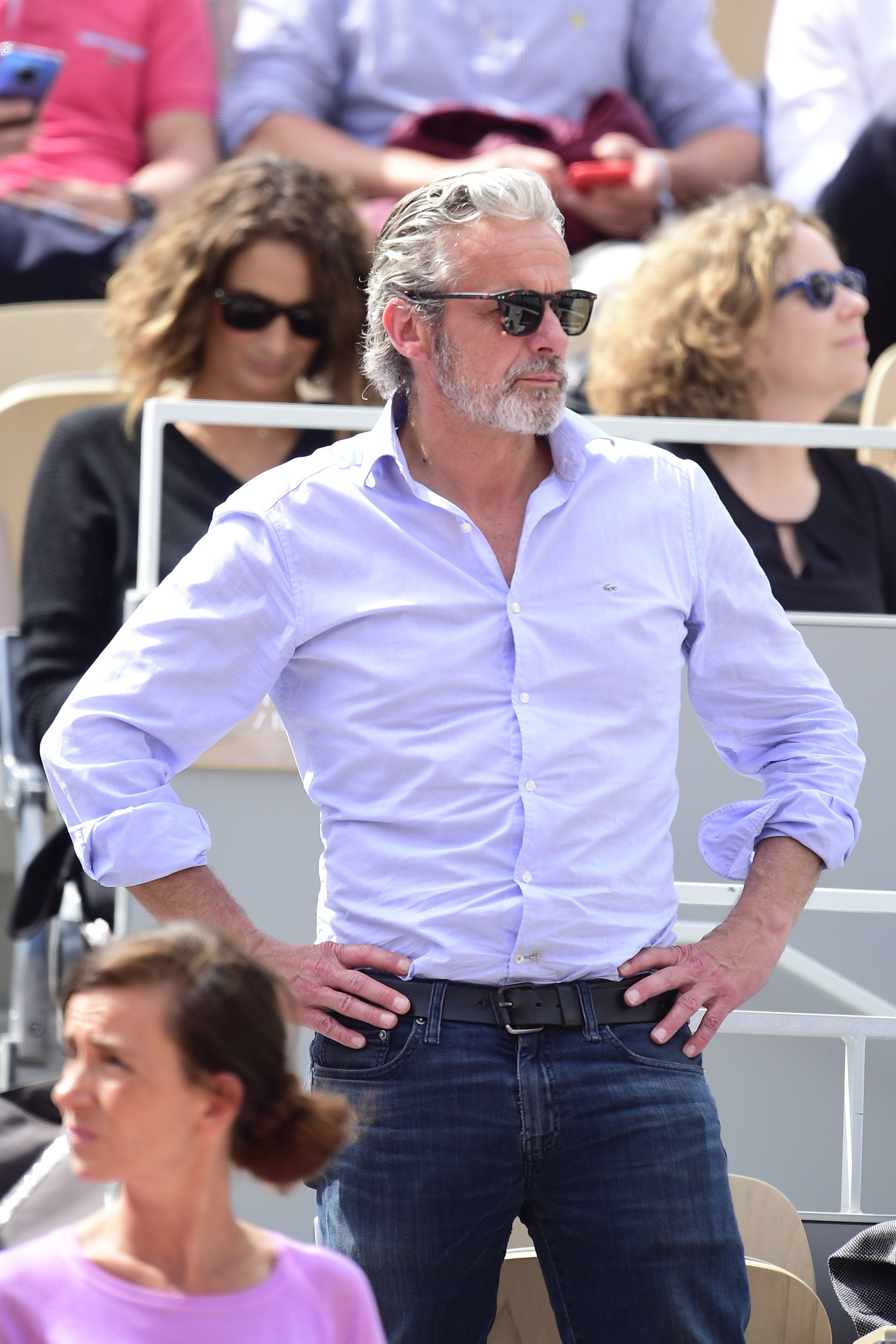 Gerard Pique se bronzează la Roland Garros. Afluență de VIP-uri la turneul parizian   GALERIE FOTO
