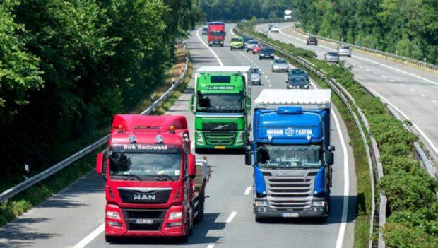 Un şofer român a urmărit cu TIR-ul un coleg, pe o autostradă din Germania. I-a luat cheile și a chemat imediat poliția