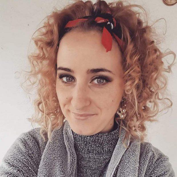 Fata arsă care a fost plimbată prin spitale înainte de a fi trimisă în Belgia a murit noaptea trecută