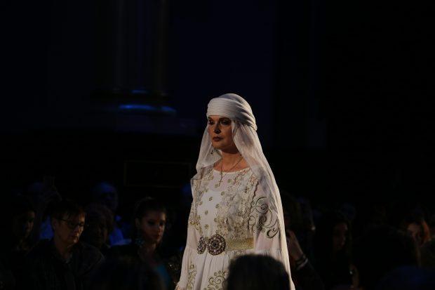 Manuela Hărăbor se roagă și cere iertare înainte să urce pe scenă