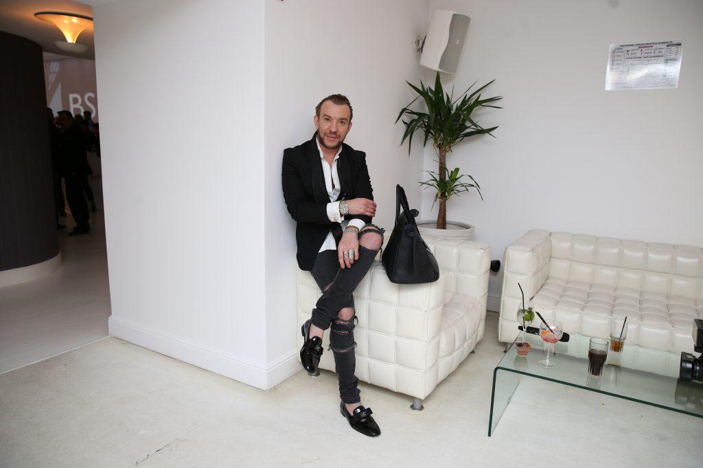 Stephan Pelger a cheltuit, un an întreg, banii de chirie pe haine