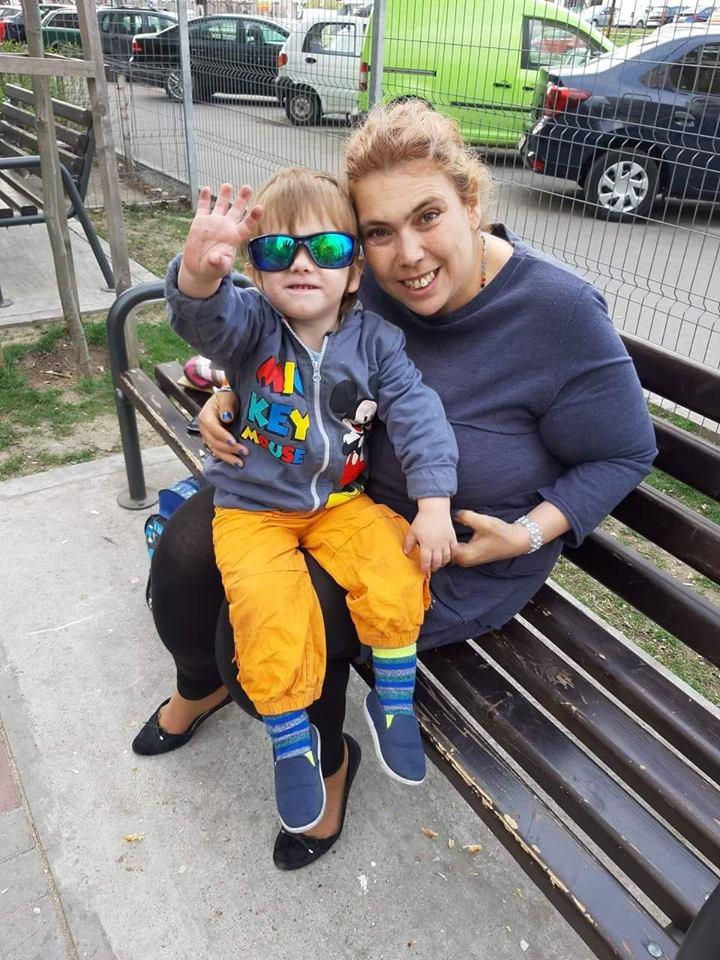 """Cum este atacată Ioana Tufaru. """"Îmi spun că sunt o mamă denaturată și că îmi cresc copilul în mizerie"""""""