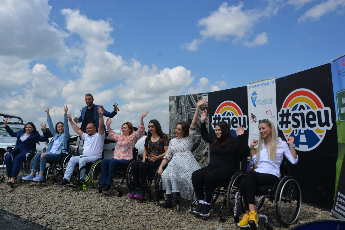 Ștefan Mandachi, afaceristul care a construit primul metru de autostradă din Moldova, conferință de presă în scaun cu rotile, alături de victime ale accidentelor rutiere
