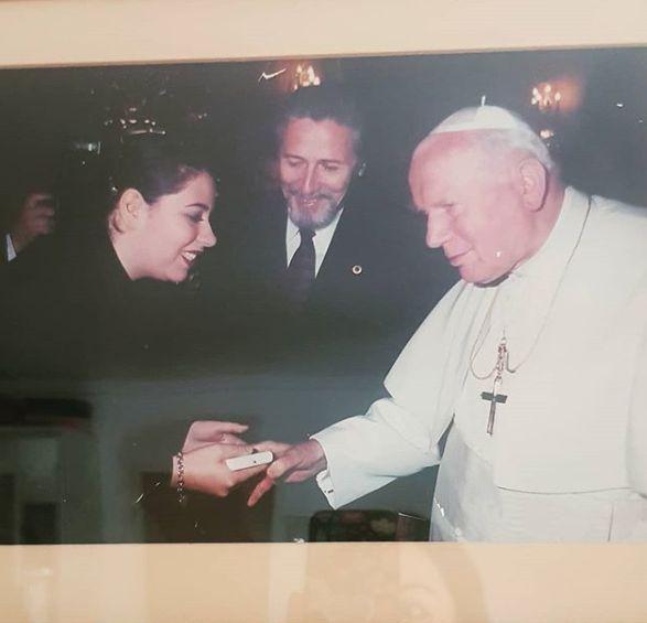 """Imaginea dată publicității de Oana Roman. """"Am avut șansa să întâlnesc un Papă"""""""