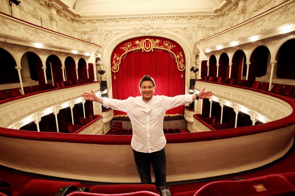 Pavel Bartoș, moment special cu publicul, la teatru