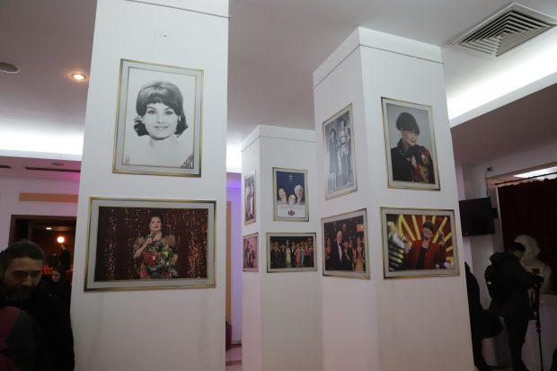 Hainele de scenă purtate de Stela Popescu, Cristina Stamate și Nae Lăzărescu, expuse la Teatrul de Revistă