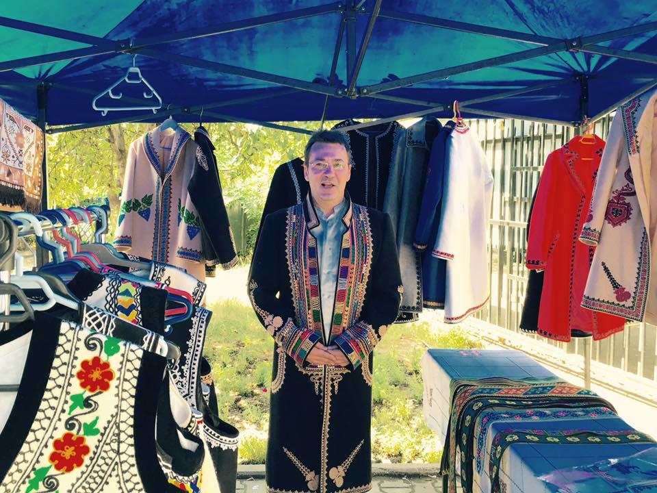 Florin Chilian a renunțat la hainele scumpe în favoarea celor din folclor
