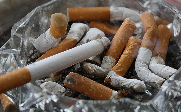 Картинки по запросу Singapore vrea să îi pună pe fumători în cabine