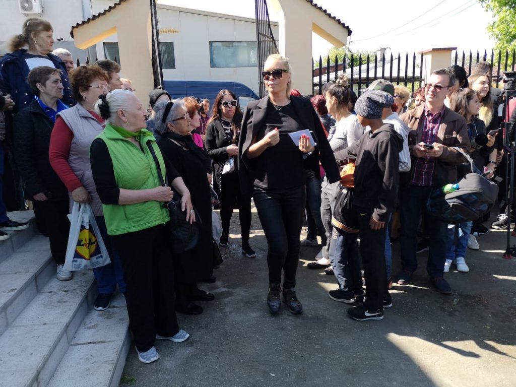 UPDATE | Răzvan Ciobanu, condus pe ultimul drum. Creatorul de modă a fost înmormântat | VIDEO