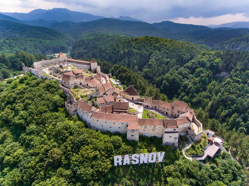 Cetatea Râșnov - Brașov - imagine cu intreaga Cetate Rasnov