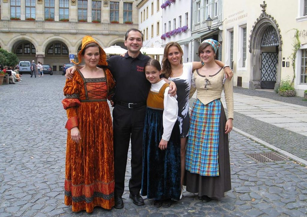 Octavian Ursu, alături de familie la un festival istoric din Gorlitz. FOTO: octavian-ursu.de
