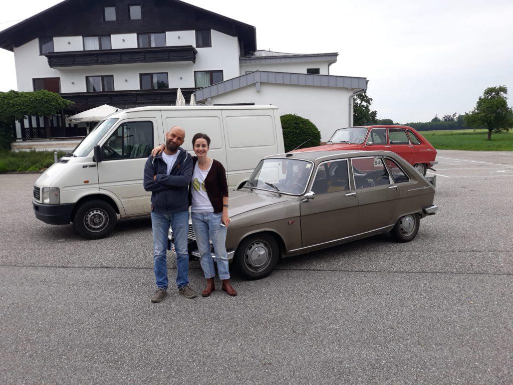 Cele trei mașini ale expediției românești, în parcarea pensiunii din Austria unde am înnoptat la dus.