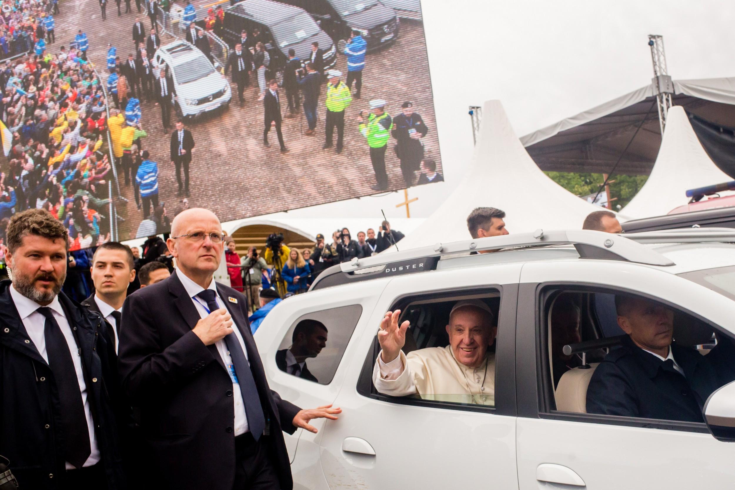 FOTOREPORTAJ DOCUMENTARIA/ Retrospectiva unui eveniment istoric. Papa Francisc, 3 zile de vizită în România, în 36 de fotografii