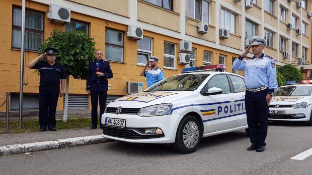 Moment de reculegere, în fața sediului Inspectoratului Județean de Poliție Timiș