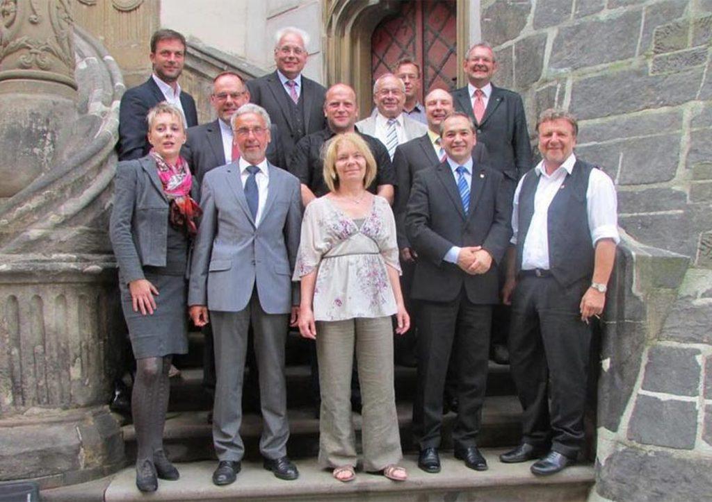 Octavian Ursu (rândul de jos, al doilea din dreapta), alături de ceilalți colegi din Consiliul Local al orașului Gorlitz. FOTO: octavian-ursu.de