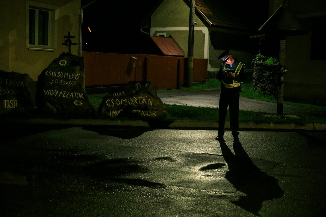REPORTAJ   Bisericile din Șumuleu, monumente istorice, au rămas deschise peste noapte pentru a-i adăposti pe credincioși