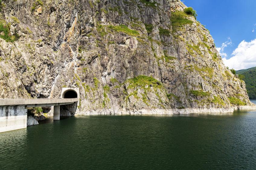 Barajul Vidraru - intrare în tunel traseu- Transfăgărășan România