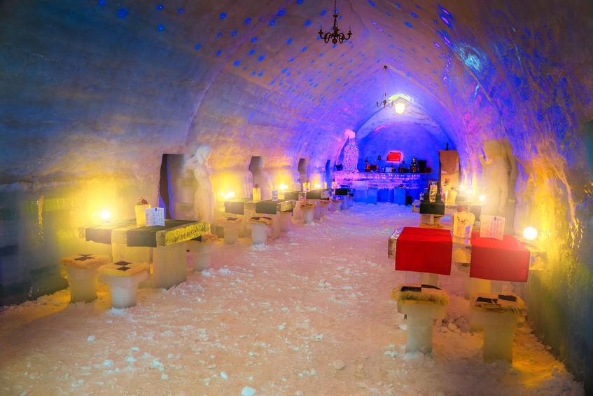 Hotelul de Gheață de la Bâlea Lac - interior bar și restaurant din gheață, Transfăgărășan
