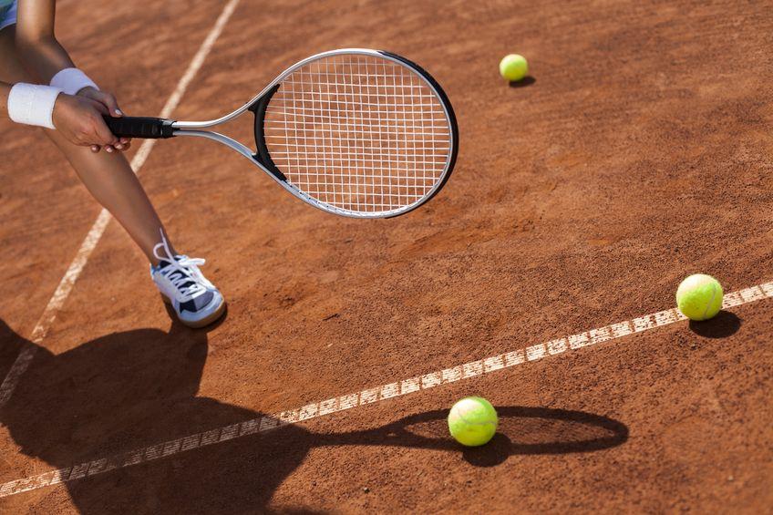 racheta de tenis, teren cu zgura, mingi de tenis