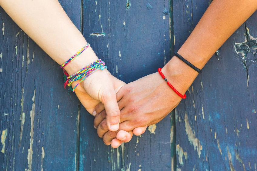Ziua prieteniei - brățăra împletită, simbol al prieteniei