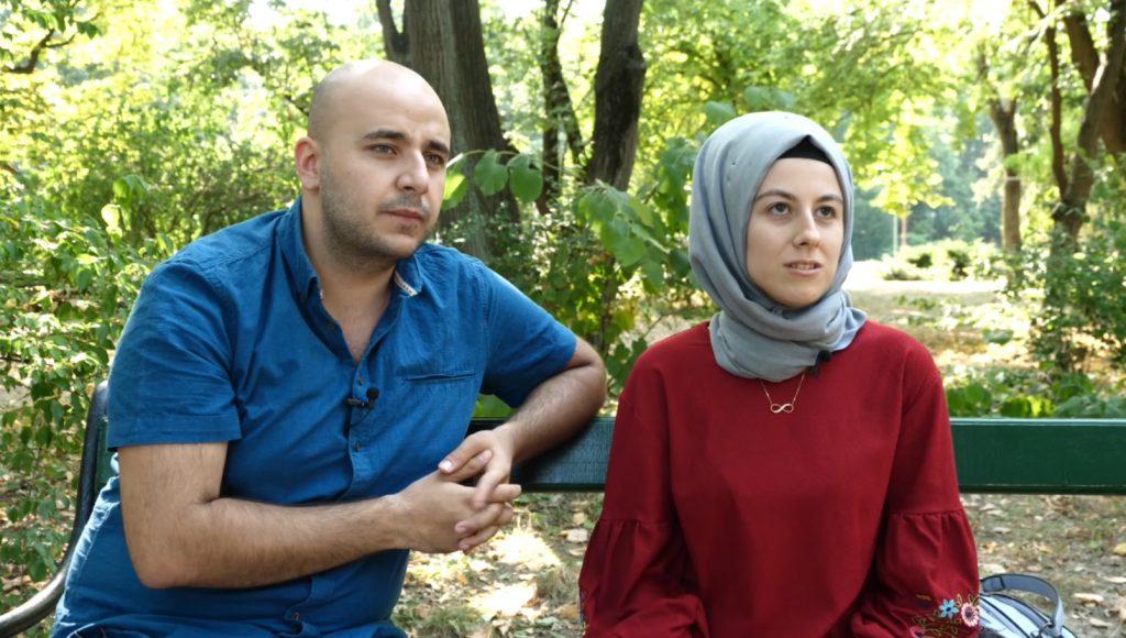 Drama güleniștilor din România. Ahmet și Tuba, pe o bancă în Herăstrău