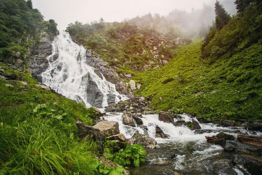 Cascada Bâlea - obiectiv turistic din România