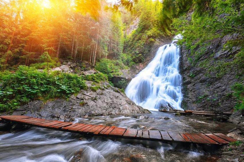 Cascada Vălul Miresei - obiectiv turistic din România