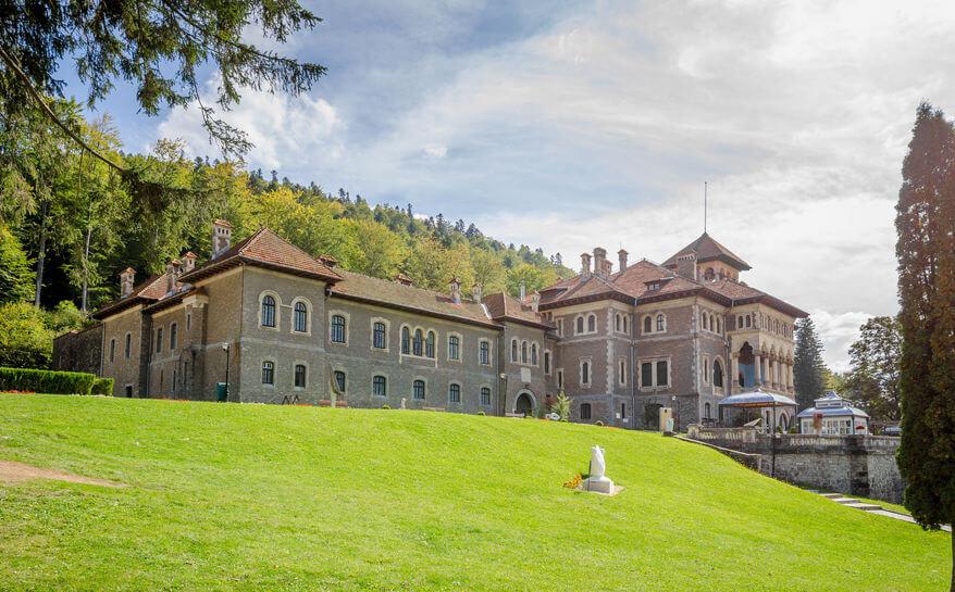 Castelul Cantacuzino - obiectiv turistic Bușteni