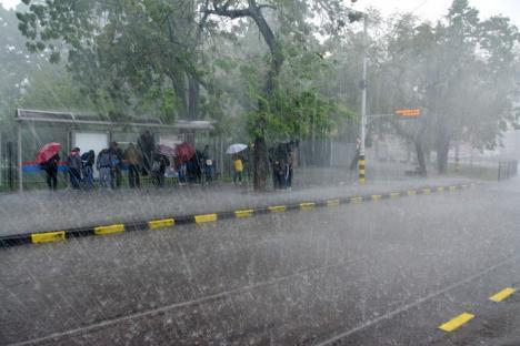 Avertizare meteo: Cod portocaliu de ploi torențiale și vijelii în 15 județe