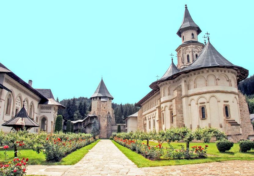 Mănăstirea Putna,  mănăstiri din România