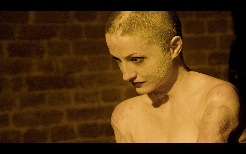 Mariana Oprea, Tedy, este una dintre victimele de la Colectiv, care a acceptat să fie însoțită de echipa filmului în procesul îndelungat de recuperare. Munca la filmul documentar de 109 minute a durat aproape trei ani, peste un an fiind filmările și restul, montajul