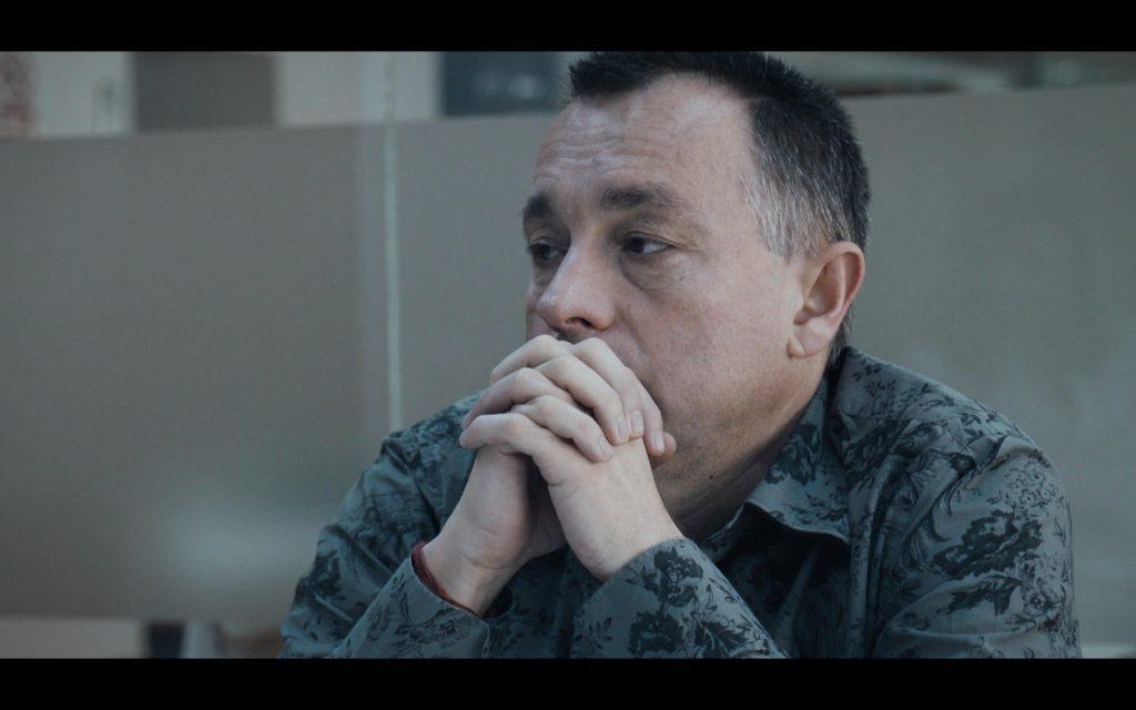 Scenă din redacția Gazetei Sporturilor. Pentru a putea realiza documentarul, echipa regizorului Alexander Nanau a avut acces în hala gsp vreme de mai bine de un an, în unele perioade filmând zi de zi viața de redacție în timp real
