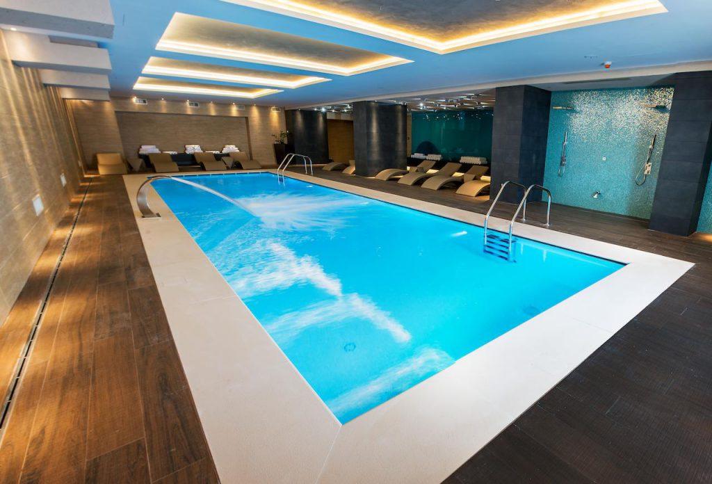 Hotel Kronwell - hoteluri cu piscine România