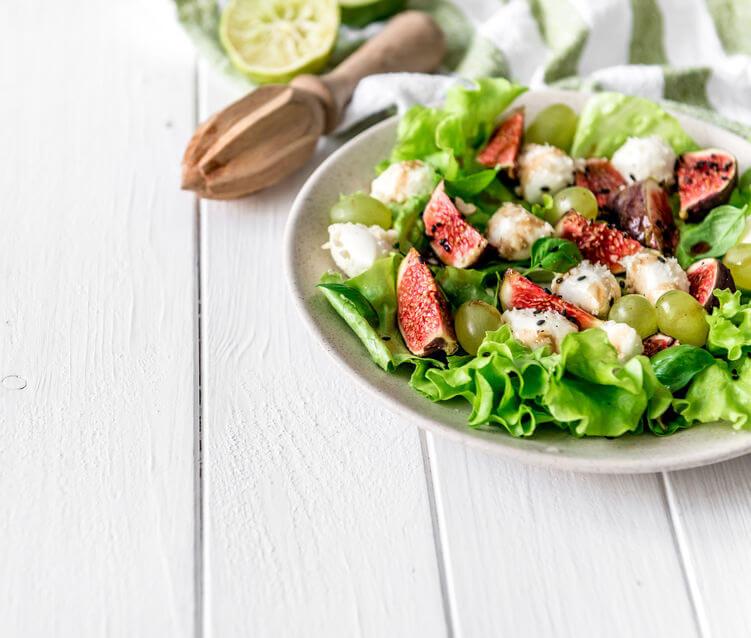 Salată cu struguri