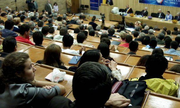 Cîmpeanu: Există universități care vor ca doar studenții vaccinați să participe la orele de laborator