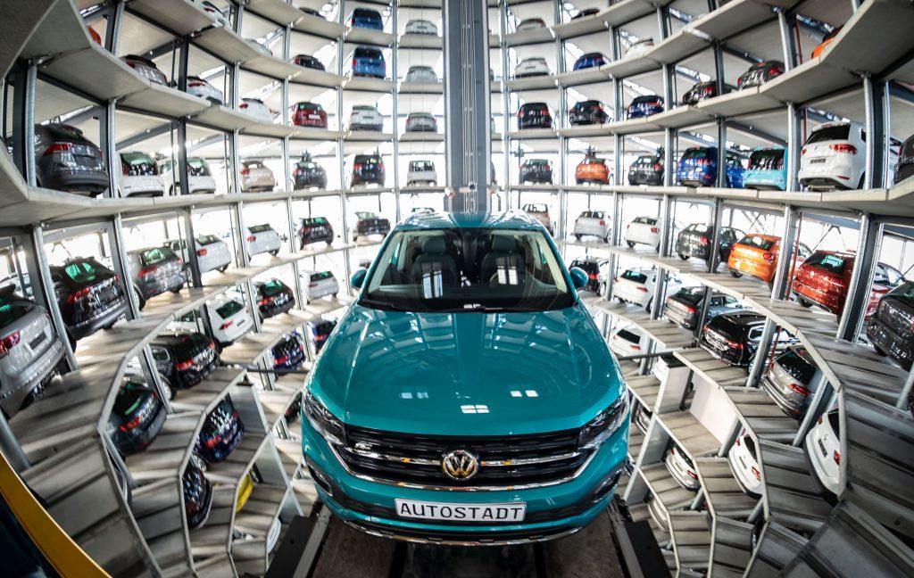 Guvernul a reluat discuțiile cu Volkswagen pentru construirea unei fabrici în România. Grupul german a amânat investiția din Turcia din cauza intervenției militare asupra kurzilor