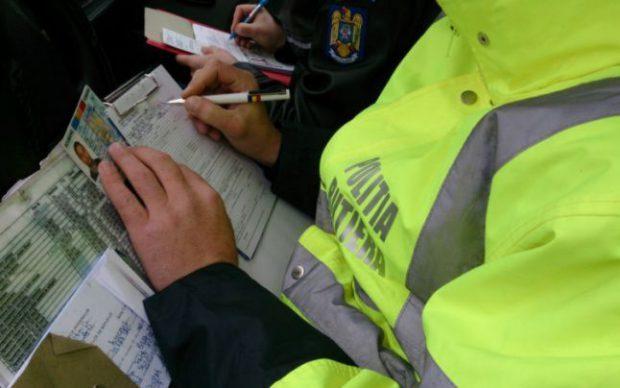 Agenți de la Rutieră Botoșani au dus cu mașina poliției un șofer la bancomat, să scoată banii de șpagă