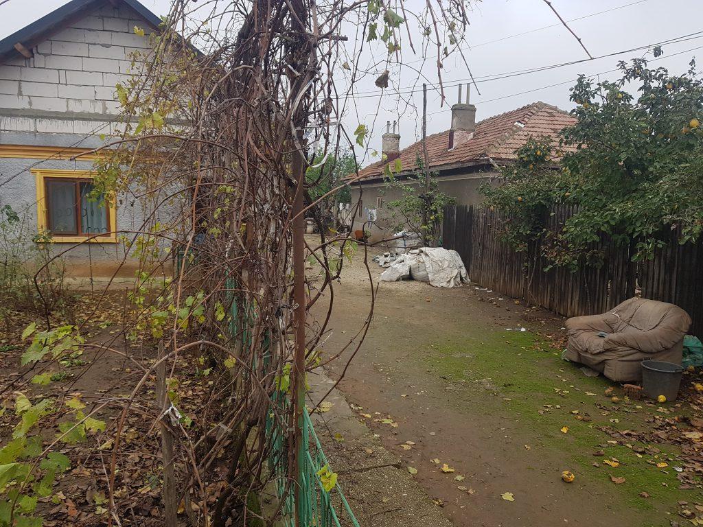Vecinii spun că Fane Risipițeanu dormea și afara pe un pat din gospodărie