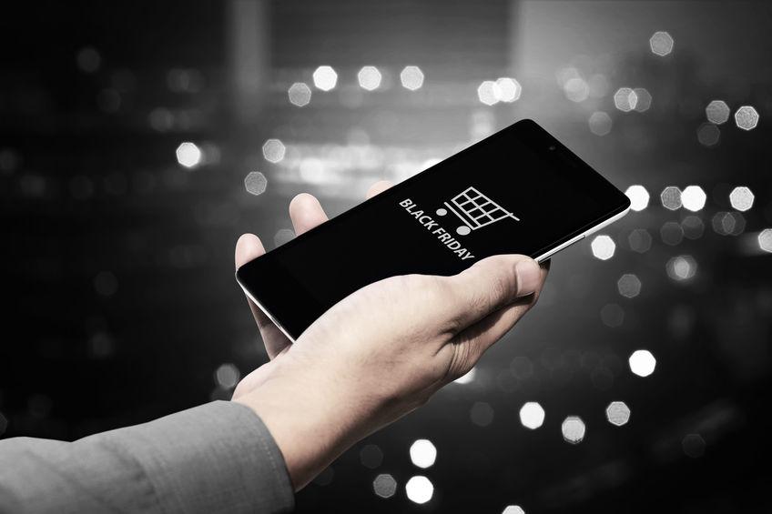 Cumpărături de pe mobil de Black Friday