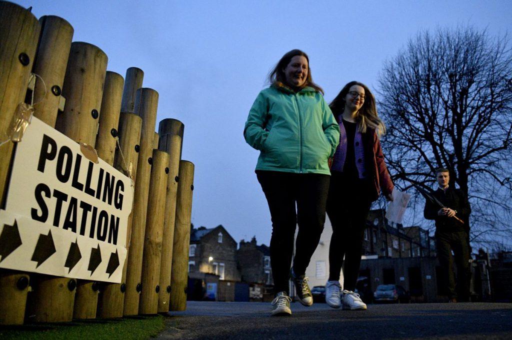 Britanici își aleg azi parlamentarii FOTO: EPA