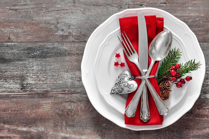 Cum așezi vesela pe masa de sărbători